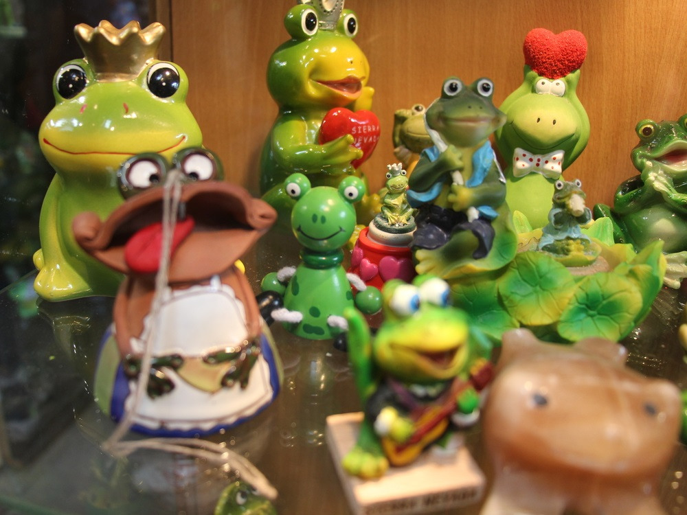 "Souvenir – figurine collection ""Frog house"""